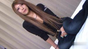 某不動産会社で働く18歳のロングヘアー美人ギャルをハメ撮り