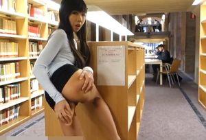 露出中毒まんこ②? 図書館&ホームセンターでがっつり潮吹きオナニーしちゃう美熟女さん?