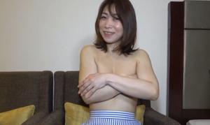 名古屋在住の一児のママ 36歳パート主婦に中出し 丸見え