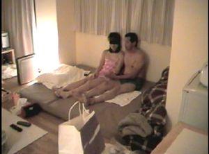 【素人・個人撮影・NTR】初めての寝取らせ。緊張の中、他人棒を受け入れる彼女をご覧ください。