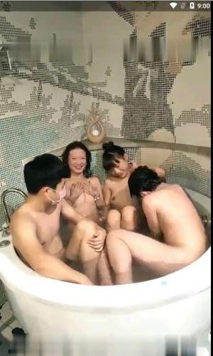 中華ロリ娘達の4P乱交スマホ撮り