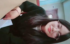 【ライブチャット】【無】メガネのいかにも真面目で知的な中国のJDとホテルでセックスの様子をライブ配信!