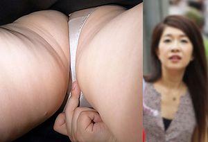 熟女チカン:40代喰い込んではみ出る尻肉をしっかりと揉まれてしまう派手系
