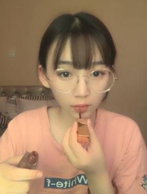 【無修正】みたび芸能人レベル!メガネも良く似合うキュートな女の子!!