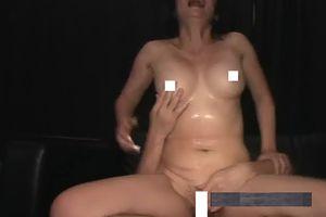 個人撮影 熟女が若い男のセックスの練習の為に何十年ぶりかにオナホ代わりにはめられる!