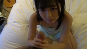 ロリの女の子がホテルでおじさんに性教育を受ける。