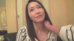 彼氏持ちの26歳美容室受付嬢が美巨乳を揺らして初ハメ撮りで激しいエッチを経験