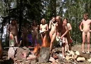 無人島で全裸サマーキャンプ