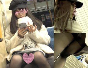 【電車内対面パンチラ】めちゃカワ私服Kちゃんのミニスカ黒ストッキングの中身は純白サテンパンツ!