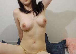 セクシーな巨乳美女のオナニー動画