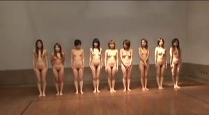 男女対抗全裸ドッジボール大会
