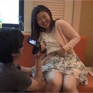 (無)照れ屋で恥ずかしがり屋で撮影中も照れまくって愛くるしい笑顔を振りまく素人娘りんちゃん25歳
