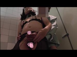 【性・癖・竿持ち女子・トイレ】 男子便所でNHがおじさんと