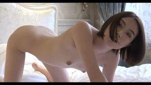【無修正】スレンダーでスベスベ素肌の美女、グラビア撮影