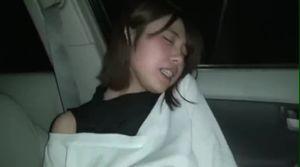 車の中で超絶美女がオナニー、フェラ!