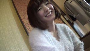 ニコニコ笑顔が癒される23歳のブス可愛い巨乳イラストレーターを再ハメ撮り