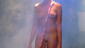 世界のファッションショー!ほぼ全裸状態の女性達!!②