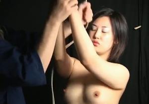 白人男縄師による日本人女性の調教 2