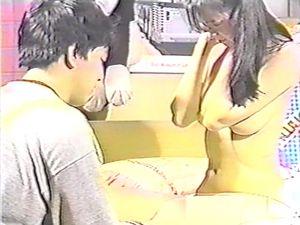 (無)【昔の名美人】★★ 亜〇沙 まずは服を脱いでください!とすっぽんぽんにさせられ,おまた広げて診察が始まります...