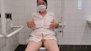 ?愛華の個人撮影?ノーブラで仕事帰りに公共トイレでオナニー