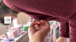 アニメショップで買い物中胸揉みお尻揉み悪戯