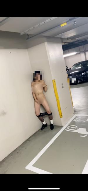 【スマホ撮影】駐車場に呼び出され、露出オナニーからの車の影でアナルSEX  人妻素人 寝取られ