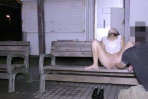 【妻はNTRオナホール】露出オナニー撮影に参加してきた見知らぬ男に生ハメ撮り中出しされるうちの奥さん【肉便器】