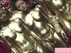 お祭りの演し物 これ金粉なければほぼ全裸では? その3