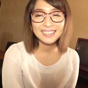 【巨乳#素人】むっちり柔らかBODYのメガネ美女?たっぷり奉仕→お風呂で即ハメ?
