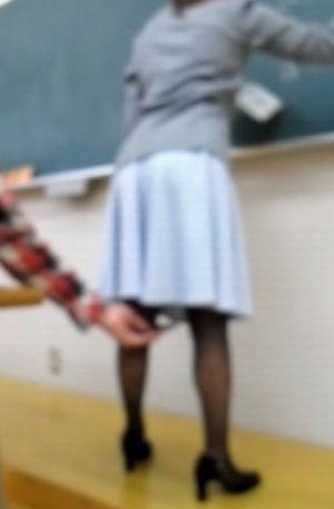 予備校教師を逆さ撮り