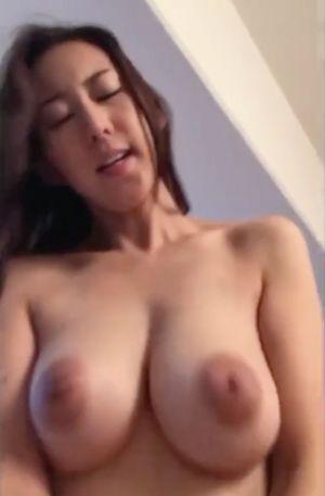 無) みなさん大好きな巨乳!しかもびっくりするほど形の良い神乳!それは騎乗位セックスでハメ撮りするしかないでしょうか!笑