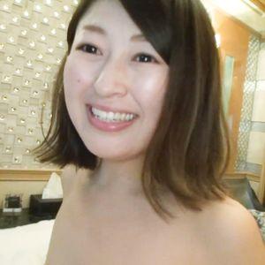 【個人撮影】おっとり美人、熟女奥様 ◆ イチャラブペッティング~ハメ撮り生挿入・立ちバック(高画質)