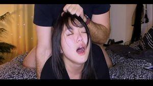 2アングル【無修正】★☆海外素人流出動画☆★留学先の現地で白人の女になり、バックで激しく突かれアヘ顔で感じる日本人女性!