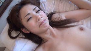 オヤジとのセックスが逆に興奮するドスケベ若妻がホテルで潮吹き不倫セックス!