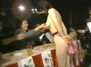 【昭和エロシリーズ】Dカップギャルコンテスト!審査員におっぱいもまれて、あそこにマイク押し付けされてセクハラし放題