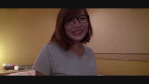 24才のメガネ妊婦