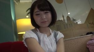 童顔の20歳女子大生が初ハメ撮りでDカップの美乳を揺らして喘ぐ