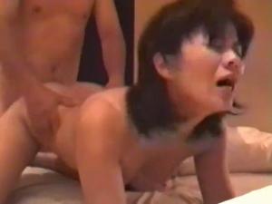変態熟女妻のアブノールなセックス!アナルにハメられてお漏らし