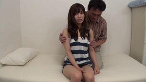 (無)【名美乳】★★ 清純で美しい隣の女の子、スタイルと顔がとても良くて、居間でのセックスショーが登場しますよ。