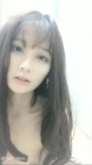 【スマホ撮影】台湾美女がおっさんとハメ撮り中出しSEX フェラも喉奥までくわえさせられよだれもだらだら【無修正】