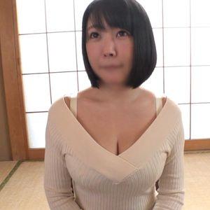 《熟女》服の上からもはち切れんばかりのおっぱいに目が釘付けにる人妻◆エロボディを堪能?