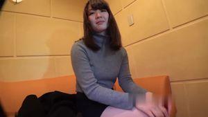 某クリーニング店で働く18歳のフワフワ系なロングヘアー女子大生をハメ撮り