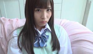 ロリ美少女が目で誘惑するヌードイメージビデオ
