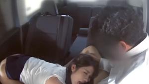 【個人撮影】職場の上司の車で押しに弱く断りきれずにカーセックスする人妻