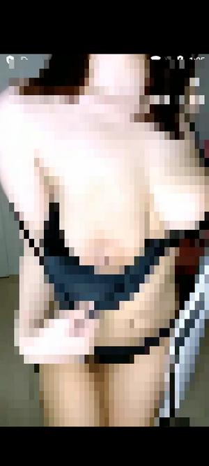 盛り上がって乳首見せちゃう国宝級おっぱい美女(ポロリ)