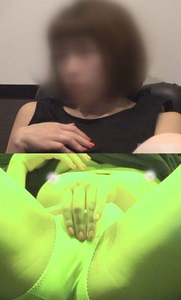 【美女のオナニー観察】vol.41 ★おっぱいまで出しちゃって指をアソコに出し入れオナニーするカワイイ子【ネットカフェ】