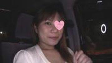 【初撮り】32歳美人熟女とカーセックス!!ホテルまで我慢できず車の中で生ハメ大量中出し!!【高画質あり】