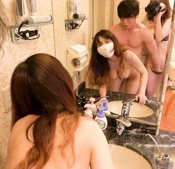 鏡の前で親友が犯されちているのを撮影しちゃいました??童貞みたいな男の人だったのにミナちゃんのFカップに大興奮で豹変してすごく。えろかった思い出??№33??