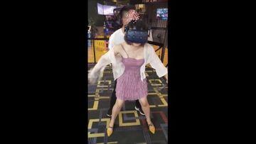 VR体験ブースで3月悪戯