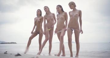 【無修正】ゲロマブの大学生4人組が仲良くキャッキャと砂浜ではしゃぐただただ癒される動画【4人とも奇跡の顔面偏差値